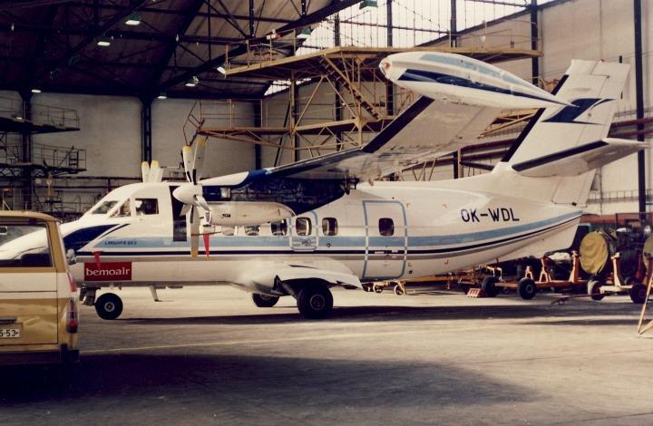 OK-WDL s poškozeným křídlem v hangáru na ruzyňském letišti před opravou, foto archiv A. Orlita