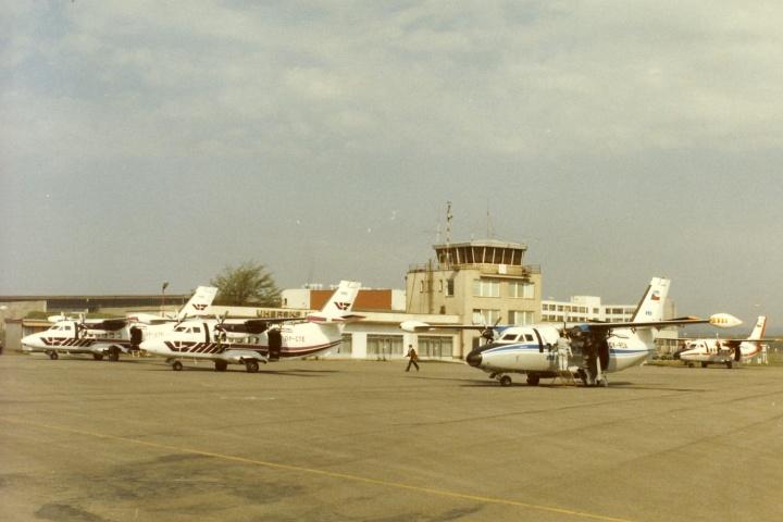"""Kunovice, 80. léta  po""""pravé ruce"""" OK-RDA je dvojice letadel OY-CTE,-CTF, vzadu tovární letadlo LET n.p. L-410AB OK-AZB"""