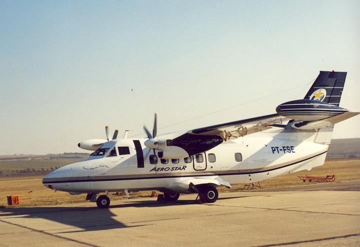L-410UVP-E20 PT-FSE (ex OK-WDJ, OY-TCM) na nynější odbavovací ploše jih kunovického letiště, někdy po roce 2003