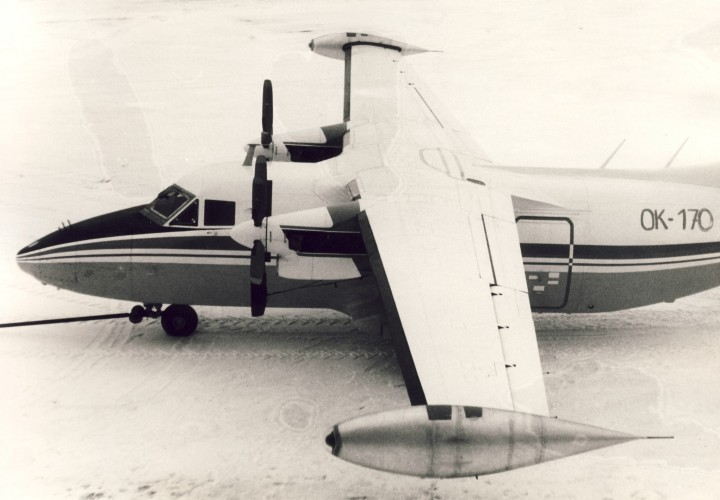 První létající prototyp L-410 UVP-E krátce po prvním záletu